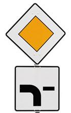 Schild mit abknickender Vorfahrtstraße